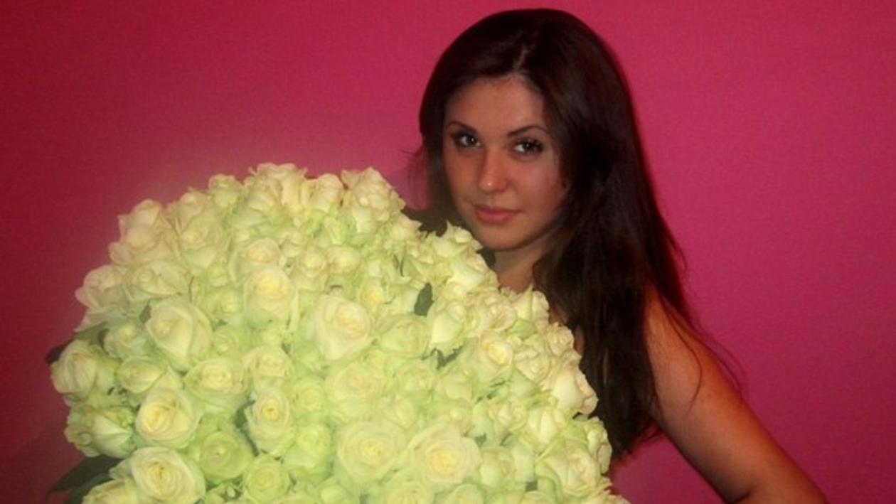 Воронежец подарил жене на день рождения букет из тысячи роз