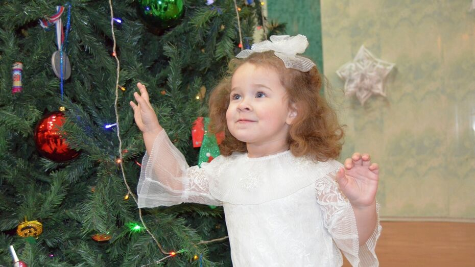 В Семилуках 116 детей-инвалидов получили подарки