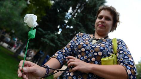 В торговых центрах и храмах Воронежской области началась акция «Белый цветок»