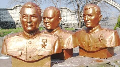 Скульптор из Репьевки изготовил бюсты Героев СССР для украинской станицы