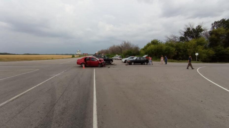 Двое детей пострадали в массовой аварии на воронежской трассе