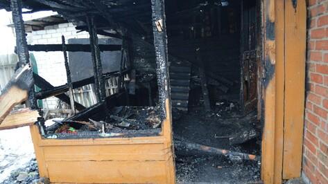 В Рамони бомжи подожгли дом