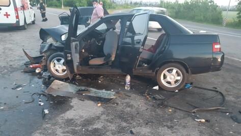 В автокатастрофе на трассе в Воронежской области 1 человек погиб и 4 пострадали