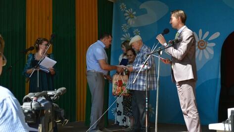 Более 40 семей из Острогожска получили награды в День семьи любви и верности
