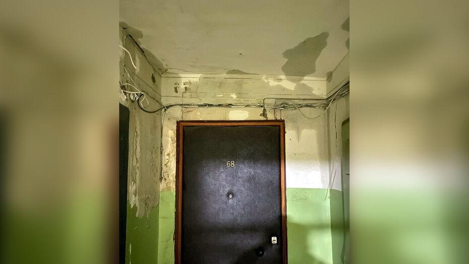 Жильцы 12-этажки в центре Воронежа: из-за грозы дом протек насквозь
