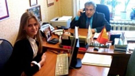 Богучарские школьники на день заменили на работе сотрудников администрации района