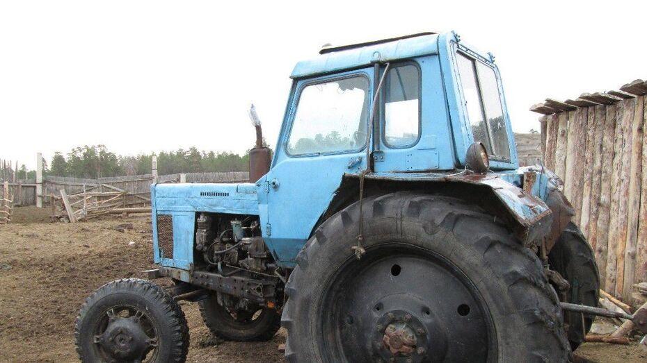Угонщик трактора врезался в забор под Воронежем