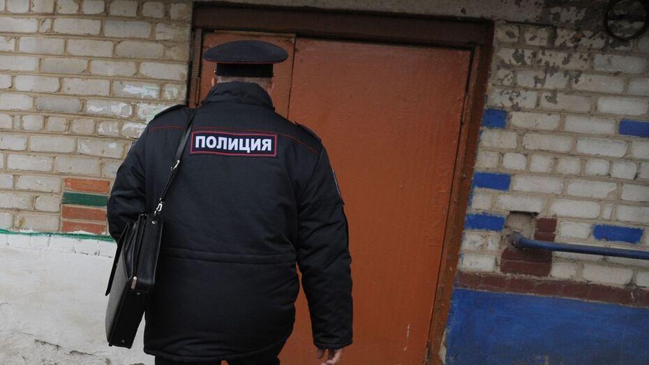 Воронежские силовики проверят сообщение о справившем нужду в клумбу полицейском