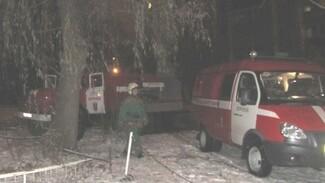 Парень пострадал при пожаре в многоквартирном доме в Воронеже
