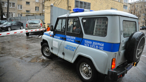 В Воронежской области задержали 2 наркодилеров во время оборудования тайника