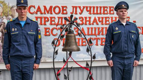 Учебный год в воронежской Военно-воздушной академии открыли ударом в колокол