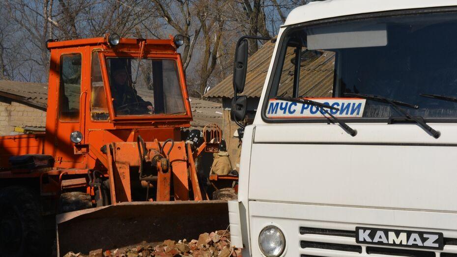 В Нижнедевицком районе жильцам поврежденного взрывом дома выплатили по 10 тыс рублей