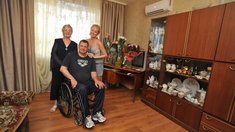 Воронежский чемпион-колясочник отметил новоселье в безбарьерной квартире