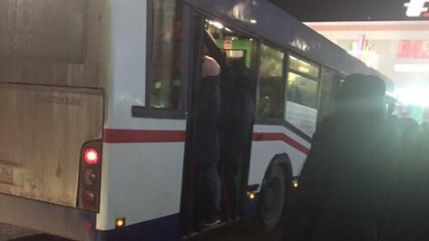 «Автолайн+» прокомментировал сообщения воронежцев о поломке автобуса «из-за перегруза»