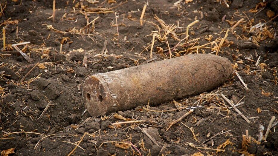 В Бобровском районе водитель бульдозера нашел снаряд времен ВОВ