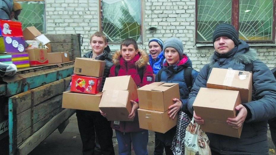 Таловские школьники собрали 64 коробки подарков сверстникам из Луганска и Донецка