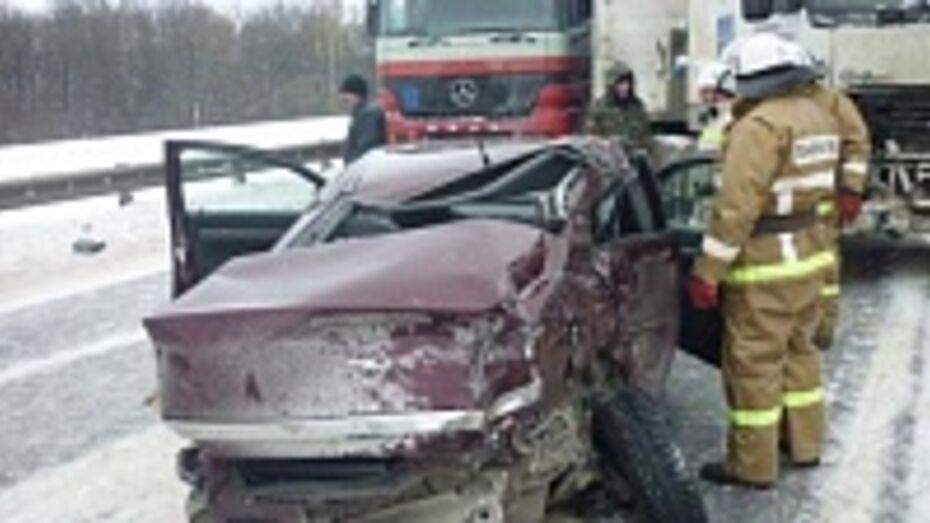 Вчера на заснеженных дорогах Воронежской области произошла 251 авария