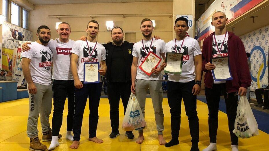 Семилукский спортсмен завоевал «золото» областного чемпионата по спортивной борьбе