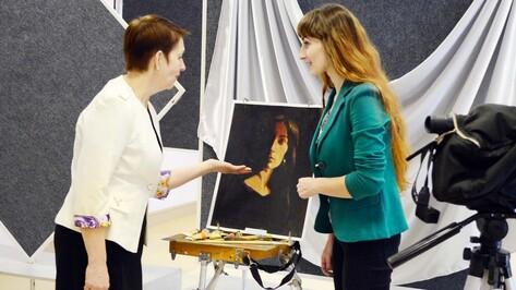 В Семилуках открылась первая персональная выставка воронежской художницы