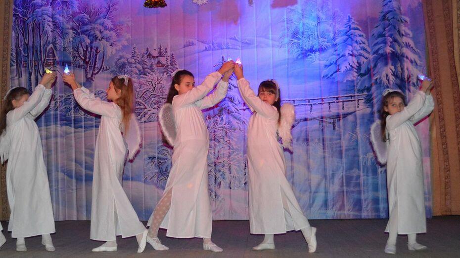 Воспитанники воскресных школ Рамонского и Верхнехавского районов показали рождественский концерт