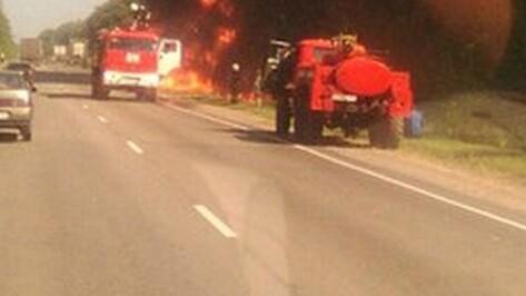 В Острогожском районе сгорел украинский полуприцеп с автомобильным маслом