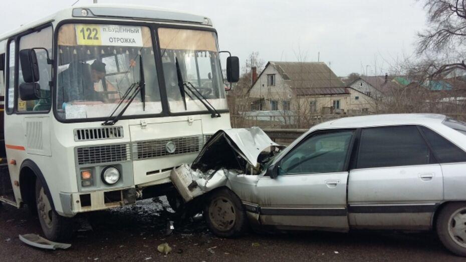 В Воронеже в ДТП с Audi и «ПАЗом» пострадал 7-летний ребенок