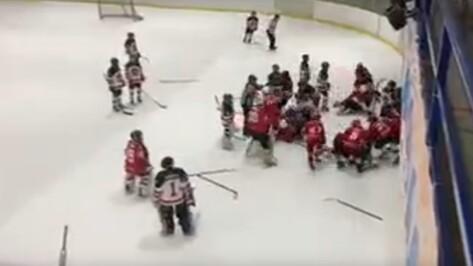 Воронежская детская хоккейная команда вновь стала участником скандала