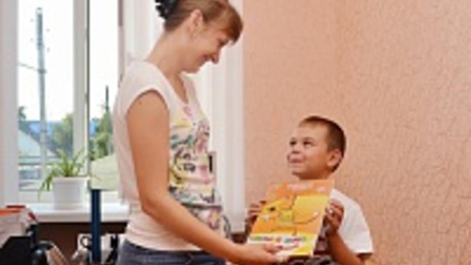 Более 100 младшеклассников Лискинского района получили в подарок ранцы и канцтовары
