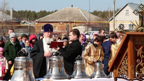 Митрополит Воронежский и Лискинский Сергий освятил колокола новоусманского храма