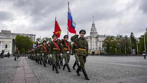 Первую тренировку парада Победы в Воронеже посетили 5 тыс человек