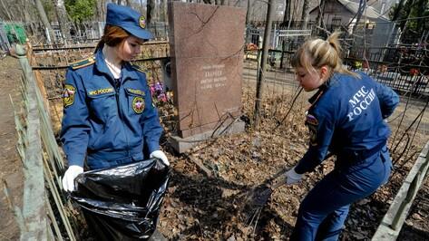 Воронежцы очистили от мусора могилы ветеранов ВОВ