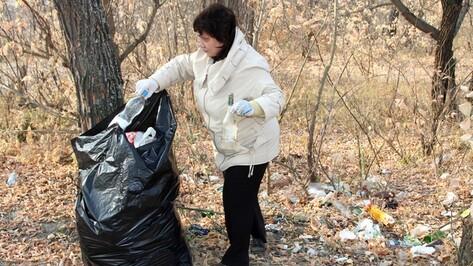 Сотрудники новохоперского филиала РИА «Воронеж» очистили от мусора берег Хопра