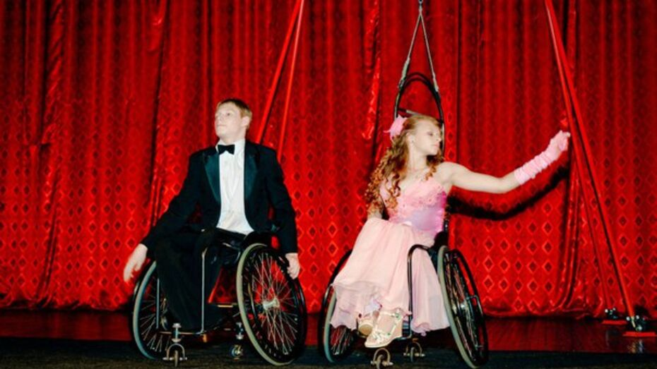 В Воронеже вооруженные ЧОПовцы опечатали студию танцоров-инвалидов