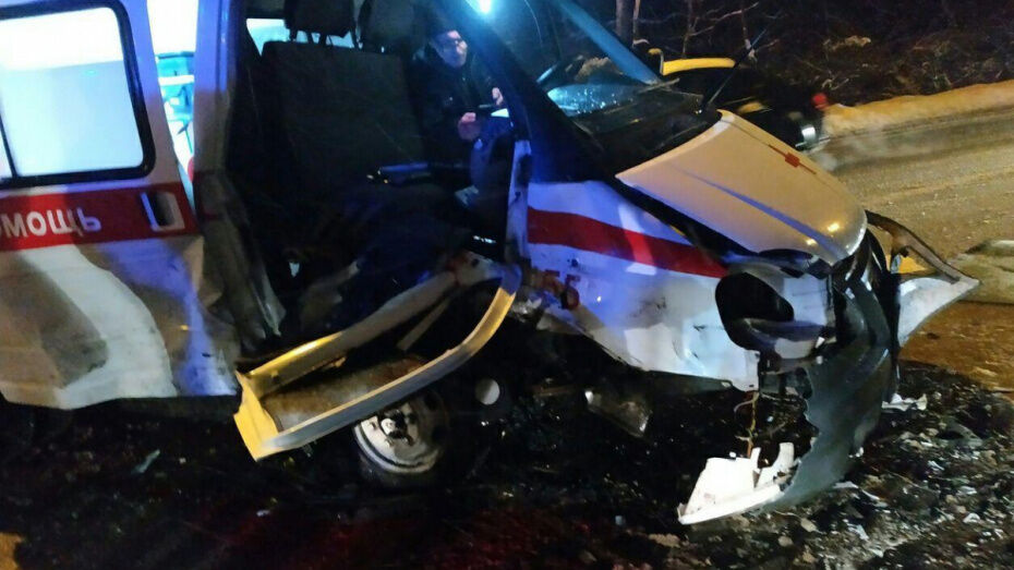 В Сети опубликовали видео момента ДТП со «скорой» в Воронеже
