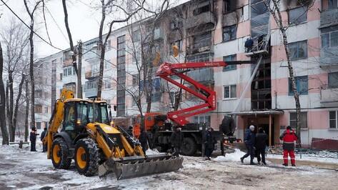 В поврежденной взрывом воронежской пятиэтажке демонтируют аварийные конструкции