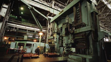Следователи проверят инцидент с упавшей на бетонный пол крановщицей воронежского завода