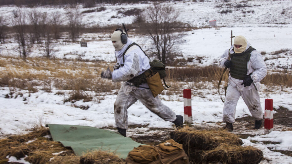 Мотострелковые подразделения приступили к снайперским учениям в Воронежской области