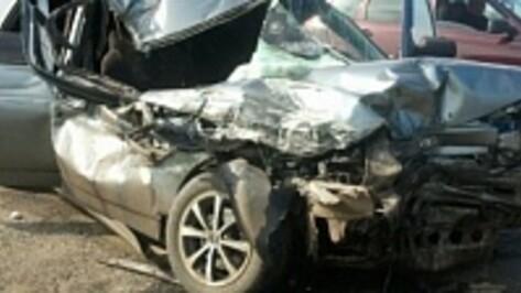 В Воронеже при столкновении с грузовиком погиб водитель легковушки