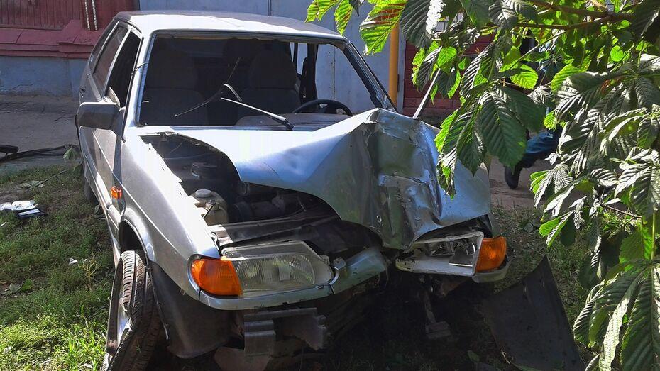 В Борисоглебске в ДТП с 3 автомобилями пострадал 18-летний парень