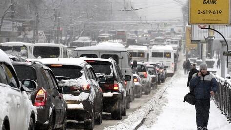 Первый снег «сковал» Воронеж 9-балльными пробками
