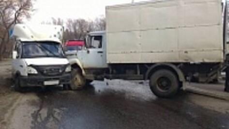 Полицейские разбираются в обстоятельствах ДТП с шестью автомобилями в Воронеже