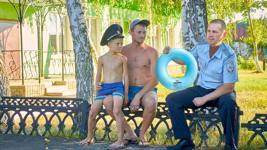 В Воронежской области полицейский спас тонувшего 8-летнего мальчика