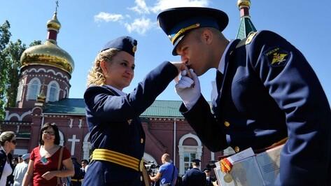 Воронежская Военно-воздушная академия впервые выпустила девушек-лейтенантов (ФОТО)