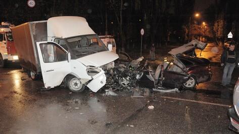 В Воронеже столкнулись Mazda и «Газель»: 2 человека погибли и 3 ранены