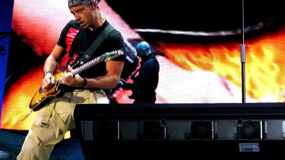 Итальянский певец Эрос Рамазотти отменил концерт в Воронеже