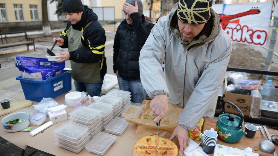 Участники ресторанного дня накормили воронежцев индийским супом и копчеными кальмарами