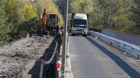 На мосту в Воронежской области сузили проезжую часть и ограничили скорость
