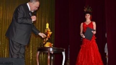 В Лисках в рамках благотворительного бала прошел конкурс «Мисс осень»