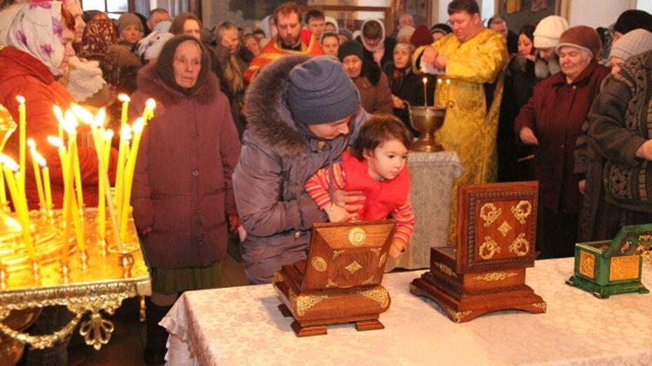 Мощи великих святых привезли в Богучар