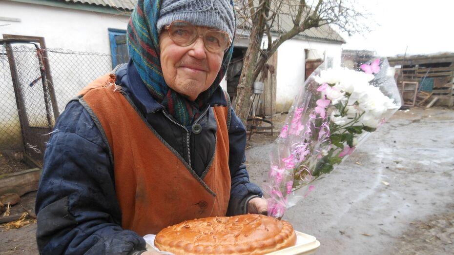 Подгоренская «районка» поздравила подписчицу с 55-летним стажем